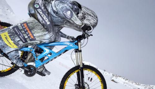 Radsport: 227,72 km/h: Barone rast Skipiste mit dem Fahrrad hinunter