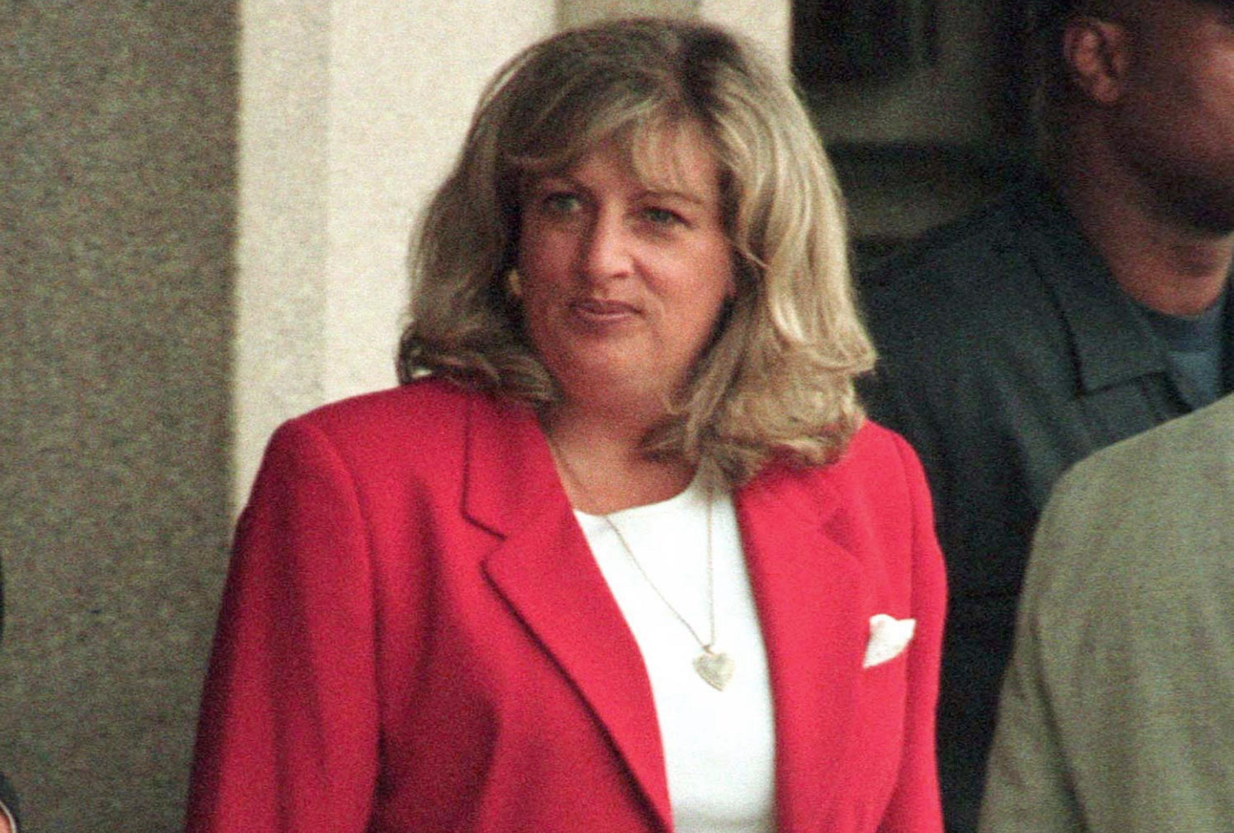 Linda Tripp of Clinton-Lewinsky scandal fame near death, daughter says