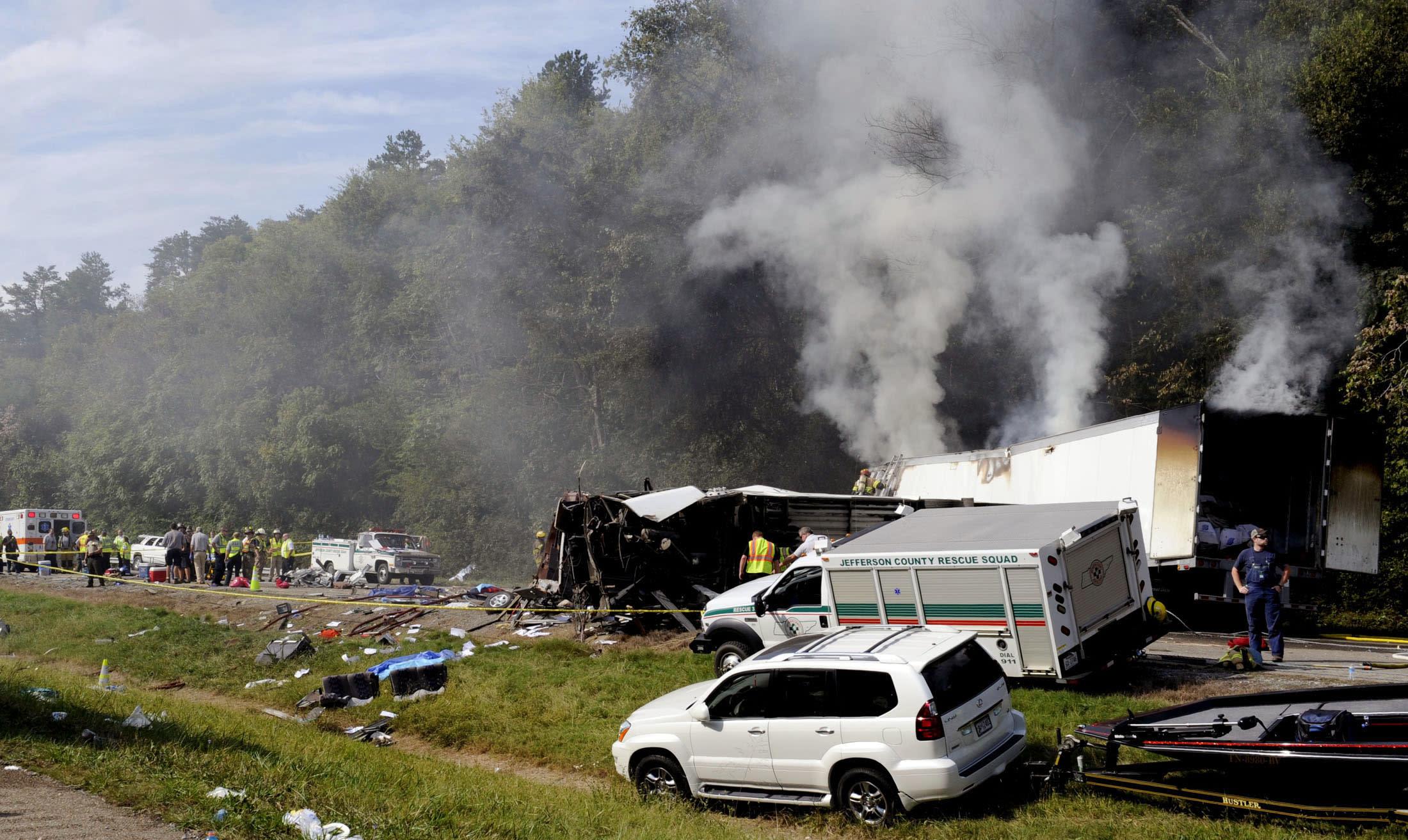 Authorities: 8 killed in church bus crash in Tenn
