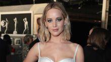 Jennifer Lawrence practica a vestirse de novia