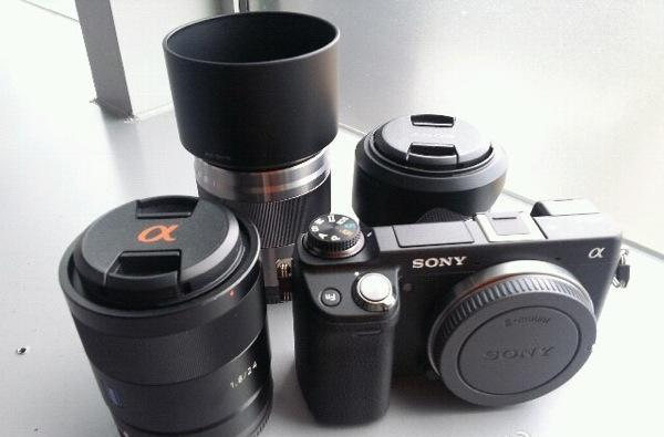 Sony NEX-6 spotted in the wild, electronic viewfinder and mode dial in tow