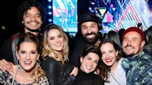 Elenco da série 'Sandy & Junior' se reencontra em show da dupla em SP