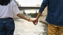 """Ils vivent une """"demi-relation"""" et cela les rend heureux"""