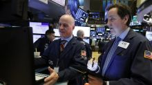 US stocks post small gains, major indexes up for the week