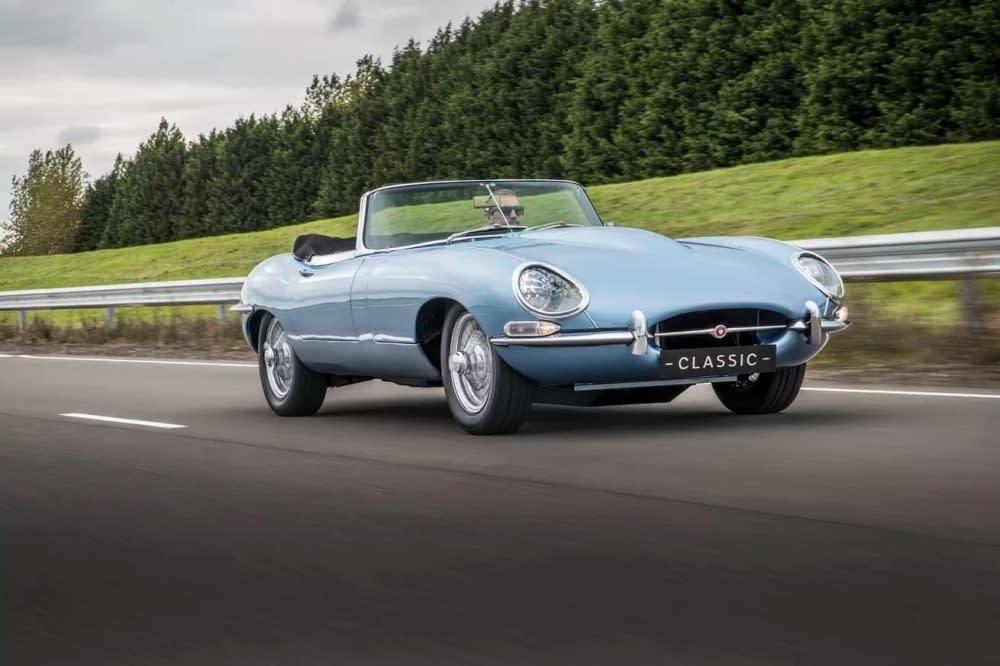 Jaguar E-Type Zero充滿濃濃復古風情、加上結合現代高科技,許多媒體與車迷都給予極高評價,甚至連Ferrari創辦人Enzo Ferrari都稱讚它是史上最美電動車
