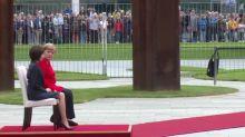 Merkel sitzt erneut bei offiziellem Termin