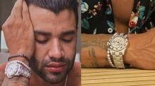 Gusttavo Lima ostenta relógio com diamantes avaliado em R$ 1,3 milhões