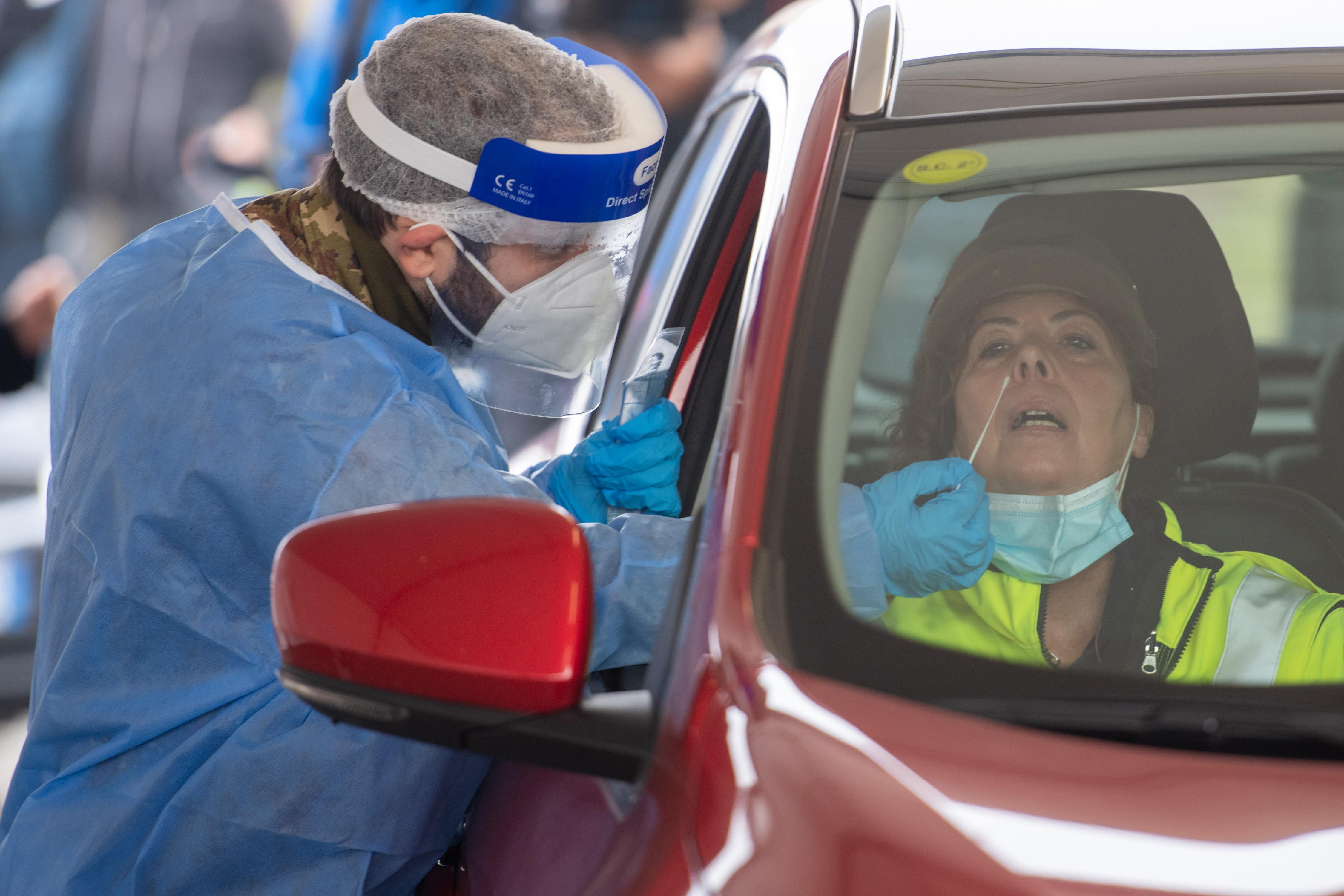 Expert: 'People should be worried' about virus variants