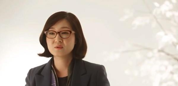 LG's Sera Park talks about the design story behind the Optimus G
