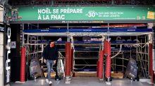 Confinement : à Paris, des rues et des magasins loin d'être désertés