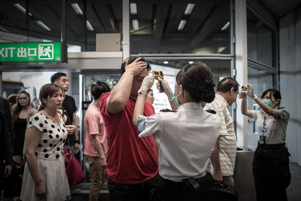 Passengers have their temperature checked as part of preventive measures against the spread of the MERS virus, at Hong Kong international airport, on June 5, 2015 (AFP Photo/Philippe Lopez)