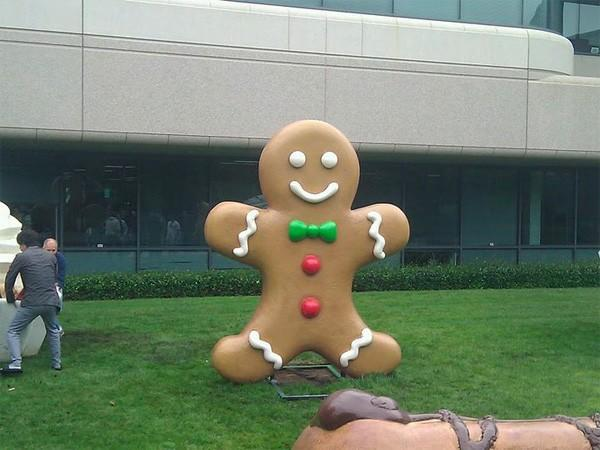 Google catches giant Gingerbread man, mounts on front lawn (video)