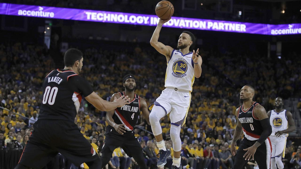 aaa78e5bf0f6 Curry hot in Warriors NBA play-off win