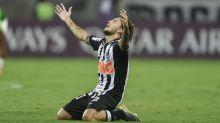 Guga mantém titularidade mesmo com chegada de Mariano, mas tem futuro incerto no Atlético-MG