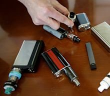 US surgeon general urges crackdown on e-cigarettes 'epidemic' among teenagers