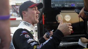 Harvick edges Hamlin for pole at Richmond
