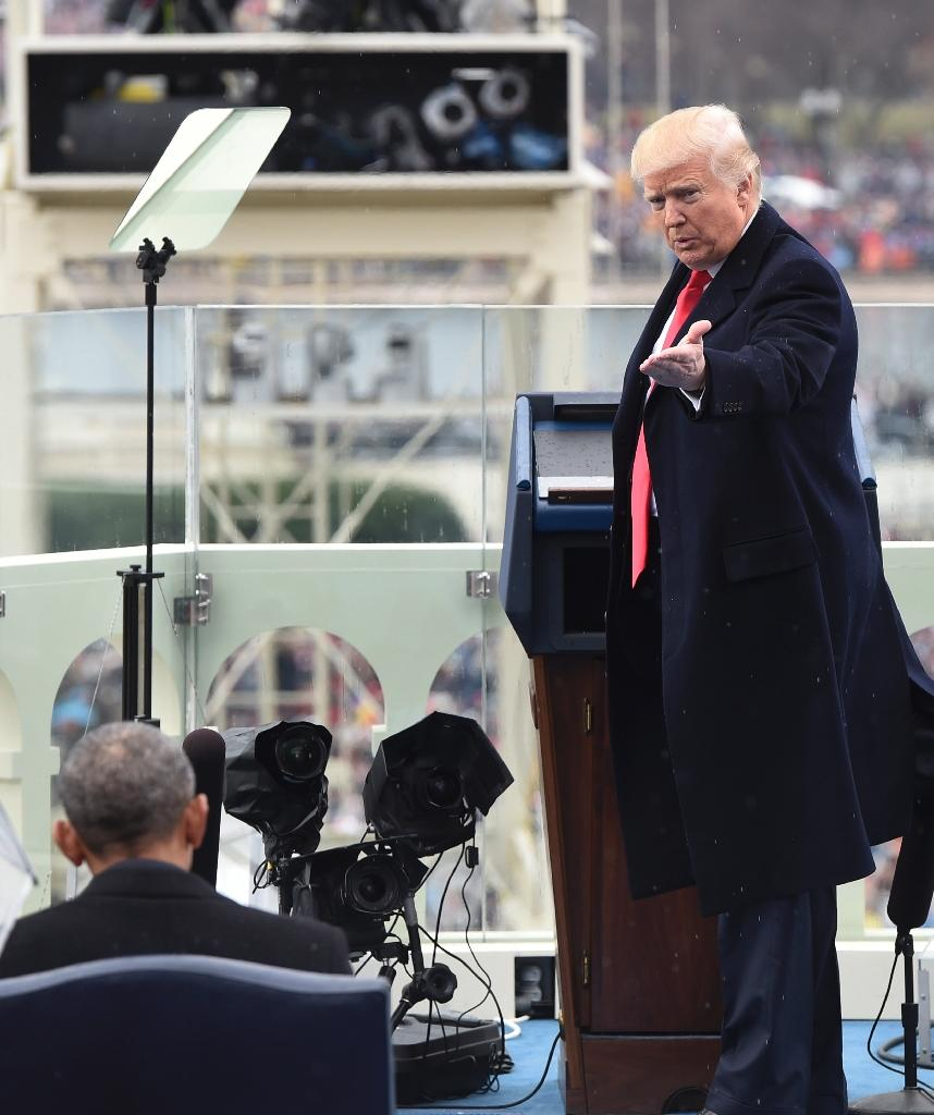 US President Donald Trump thanks former US President Barack Obama (L) during the Presidential Inauguration at the US Capitol in Washington, DC, on January 20, 2017 (AFP Photo/SAUL LOEB)