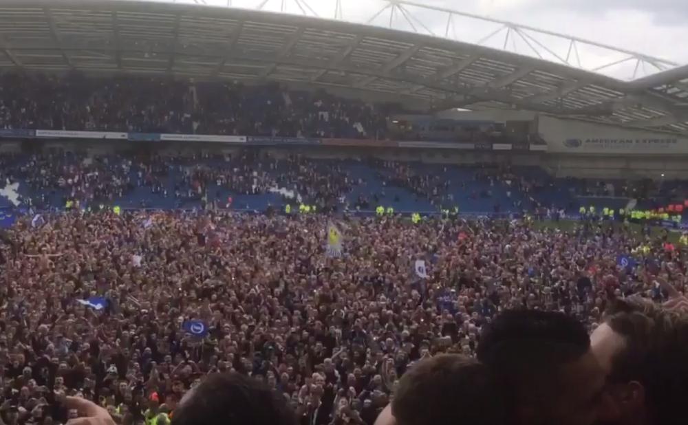 Championship: guidé par Knockaert, Brighton monte en Premier League