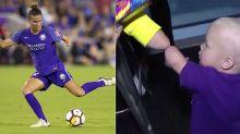 El saludo de un niño y una futbolista que nacieron sin la mitad de un brazo conmueve a todos