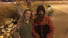 Mulher arrecada US$ 360 mil para homem sem teto que a ajudou