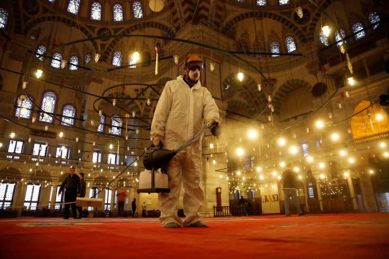 Turkey quarantines returning pilgrims
