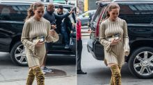 Chrissy Teigen im cosy Oversized-Look