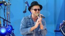 OneRepublic performs 'Rich Love' as a tribute to Chester Bennington