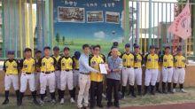 生技公司贈頭份國中棒球隊40套球衣