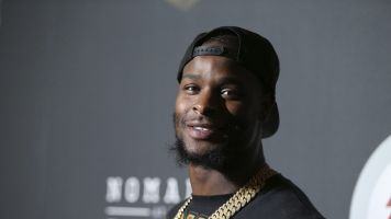 Steelers taking trade calls on Bell amid standoff