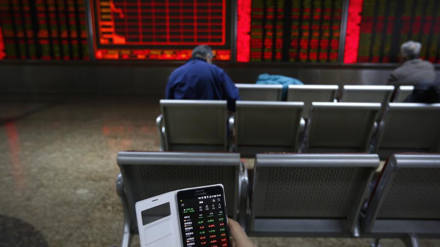 World shares retreat on fears of global slowdown