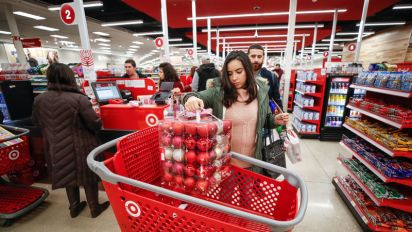 US online sales surge on Thanksgiving evening