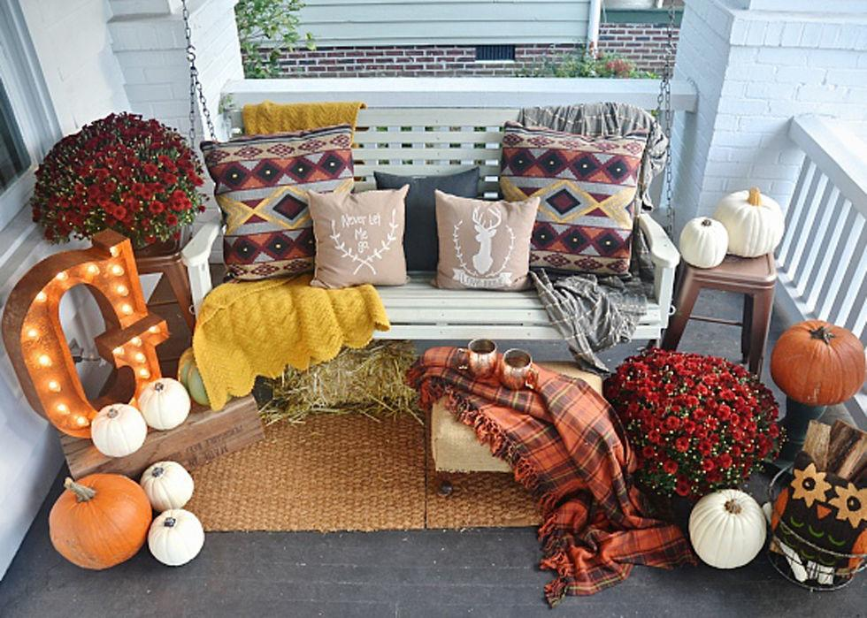 30 Beautiful And Cozy Fall Dining Room Décor Ideas: 37 Cozy Ways To Decorate Your Porch For Fall