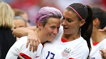 Chicken dinner: USWNT stars get 'WH experience'