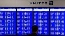 United Airlines prueba programa para pasajeros que llegan tarde