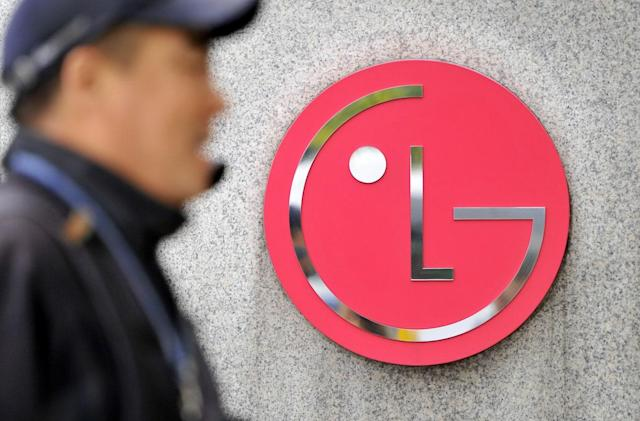The LG G5 will let you lock and load new batteries