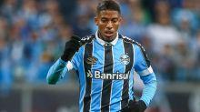 """Com """"fiadores"""", Renato estimula troca de posição constante entre atletas do Grêmio para confundir marcação"""