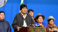 Entre gritos e insultos, queda aceptada con retraso la renuncia de Morales