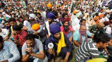 Révolte. Dans le nord de l'Inde, les paysans en colère s'en prennent aux soldats et bloquent l'économie
