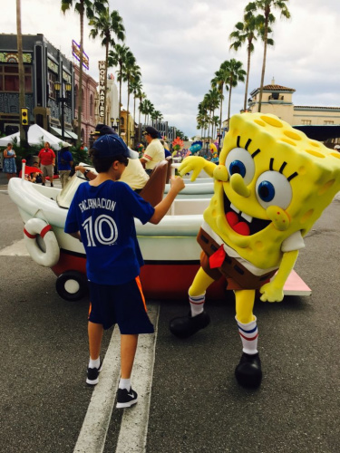 Sponge Bob greets an excited Canadian guest at Universal Studios. (Miriam Porter)