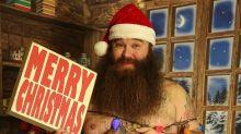 Homem faz ensaio sensual natalino e o resultado é hilário