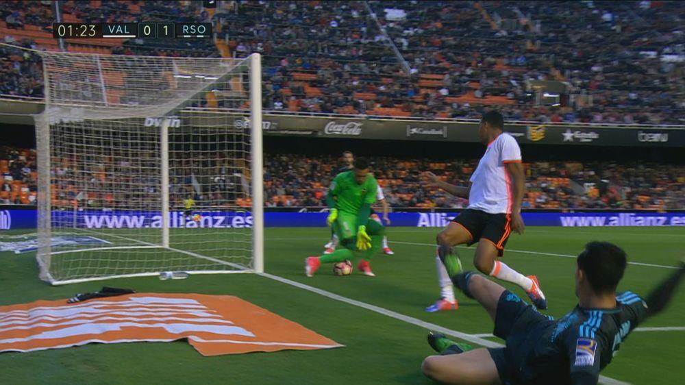 Diego Alves, autogol en el minuto 1 de partido