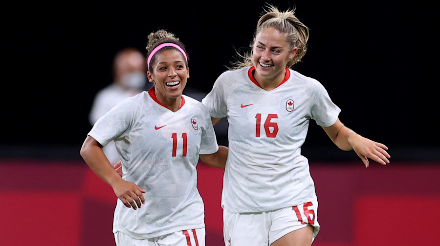 Beckie scores twice to lead Canada over Chile