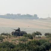 Turkish tanks roll into Syria, pushing Islamic State out of key border town