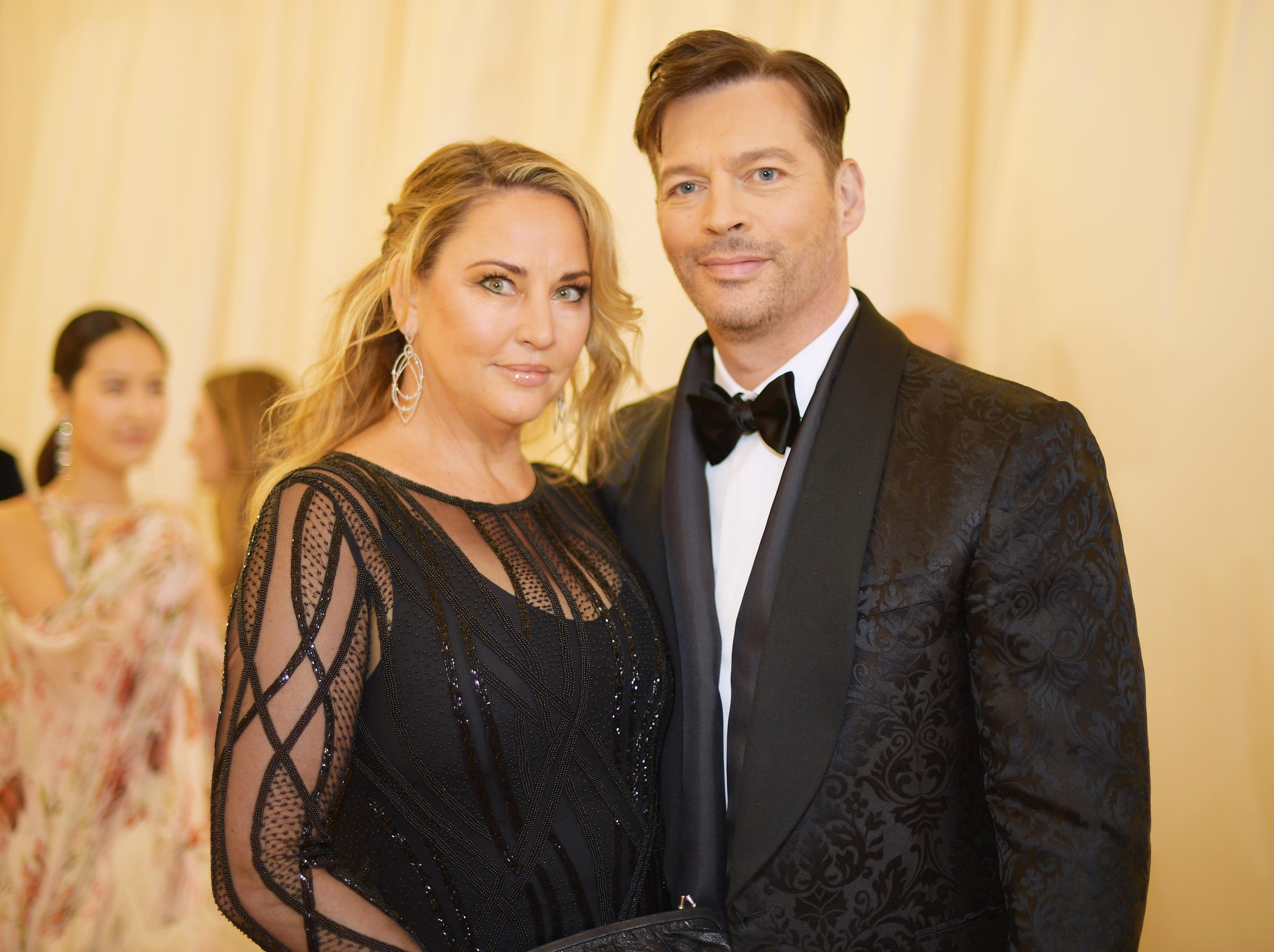 Harry Connick Jr. recalls Frank Sinatra acting 'completely inappropriate' with wife Jill Goodacre