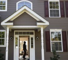 US long-term mortgage rates change little; 30-year at 2.87%