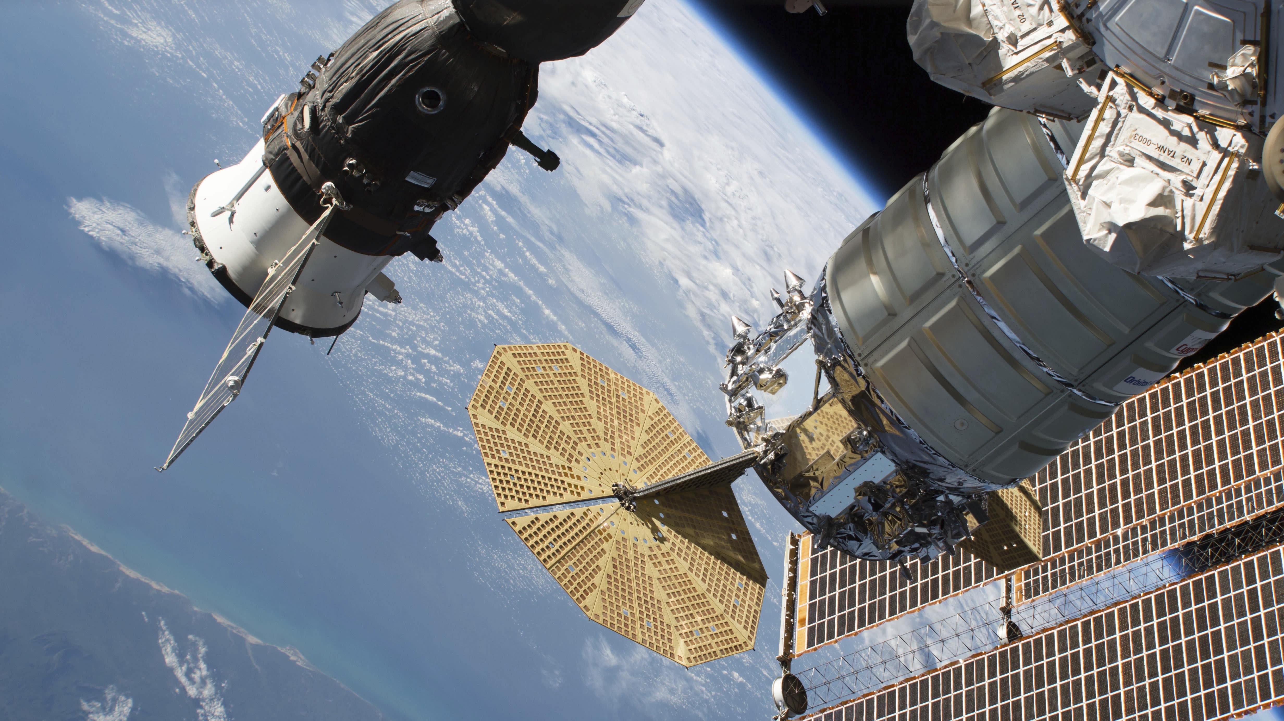space station leak - HD4919×2767