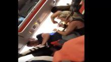 Mujer se pasó de copas durante un vuelo… ¡y terminó en pelea a bordo!