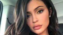 ¡Es otra! Kylie Jenner causa sensación al quitarse el relleno de sus labios