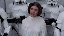 """George Lucas proibiu Carrie Fisher de usar sutiã em """"Star Wars: Uma Nova Esperança"""""""