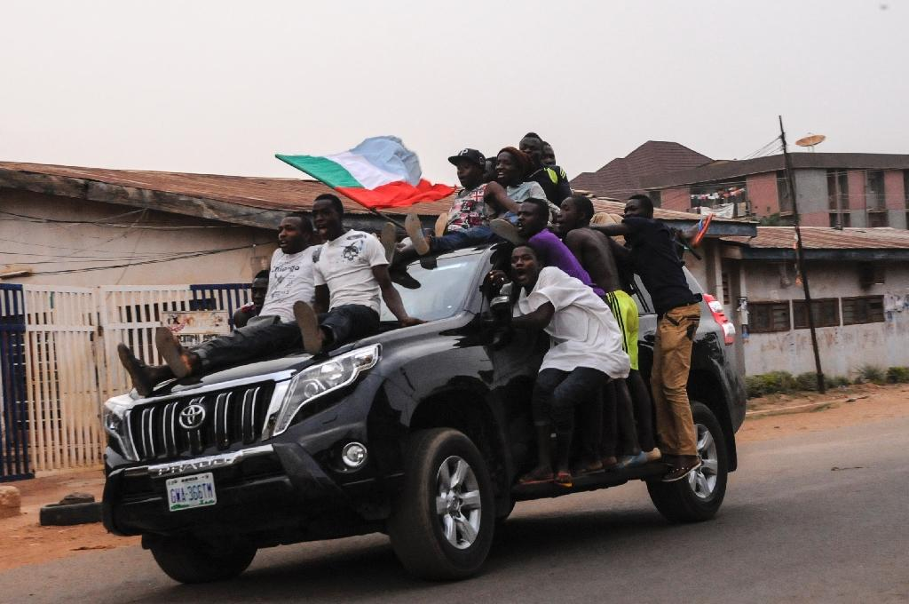 Local youth celebrate the victory of the APC party in Jos on March 31, 2015 (AFP Photo/)